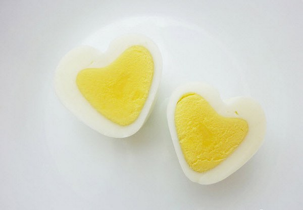 Anna the Red heart shaped eggs