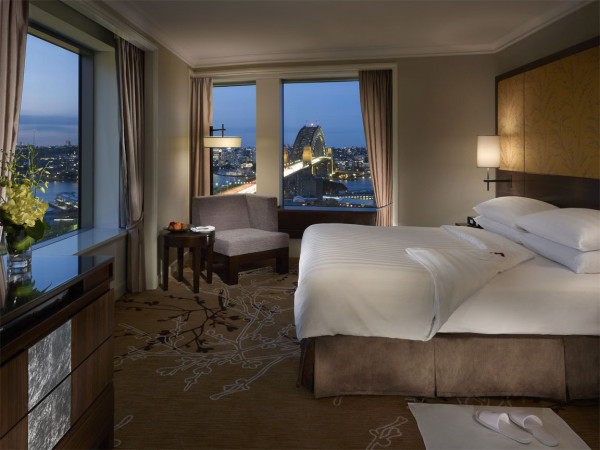 Executive Grand Harbour View Suite - Bedroom