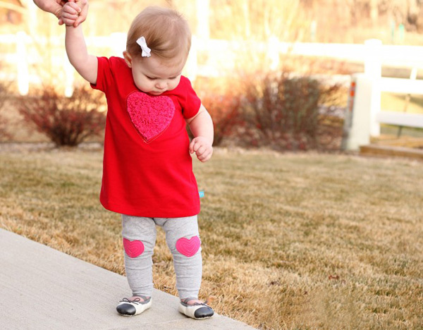 valentines-diy-baby-heart-dress-and-leggings