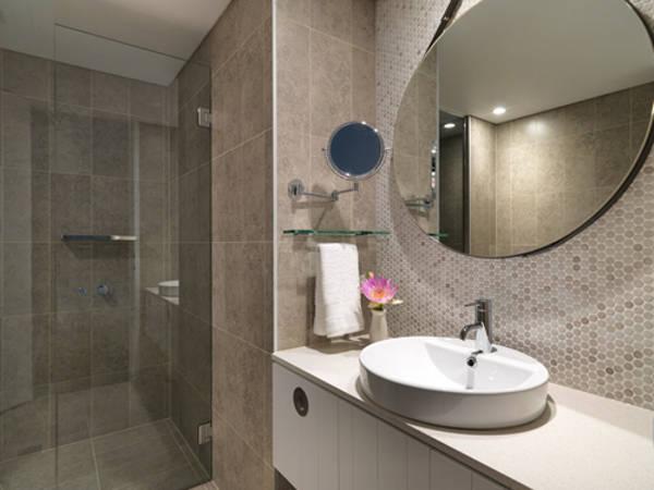 adina-bondi-beach-apartment-hotel-two-bedroom-bathroom-1-2013