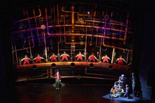 charlie-and-the-chocolate-factory-musical-3
