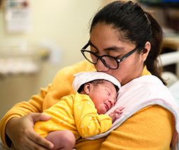 Mother holding newborn baby in hospital - thumbnail