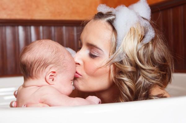 mum baby bath together sl