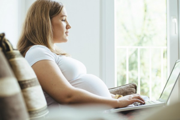 pregnant_woman_computer_sl