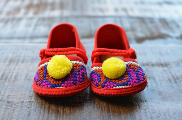 pompom slippers for babies