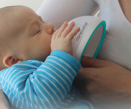 "The ""smartest bottle ever made"" imitates mum's breast for bottle feeding"